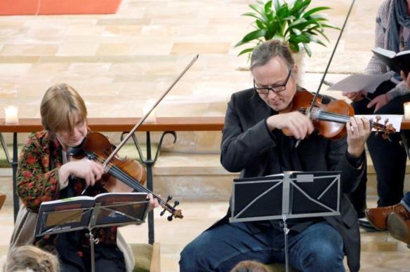 Singen Musiker 2 Geigen