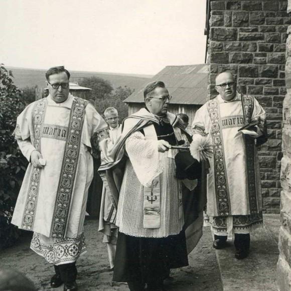 Segnung der Beilsteiner Kapelle bei der Einweihung 1965