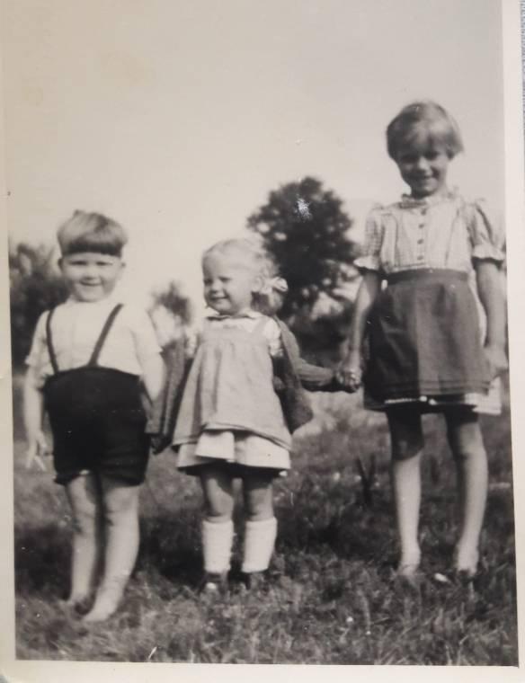 Foto - Sommer 1952 in Beilstein Erwin Salditt, Brigitta und Sabine Austen